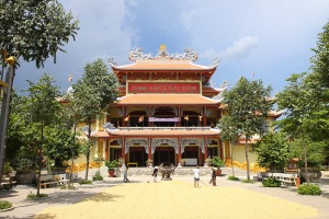 Tong-Giam-doc-Cong-ty-CP-Him-Lam-du-le-khanh-thanh-chua-Bao-Tinh-(Tp-Tuy-Hoa-tinh-Phu-Yen)IMG_0001