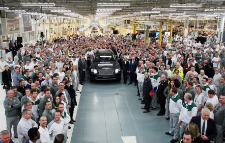 first-bentley-bentayga-rolls-off-the-production-line