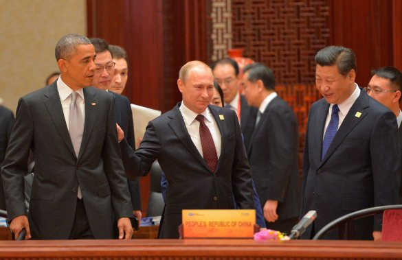 Russian President Vladimir Putin, center, passes by US President Barack Obama, left, as Chinese President Xi Jinping smiles, at right, at the Asia-Pacific Economic Cooperation (APEC) Summit, Tuesday, Nov. 11, 2014 in Beijing. (AP Photo/RIA Novosti, Presidential Press Service)