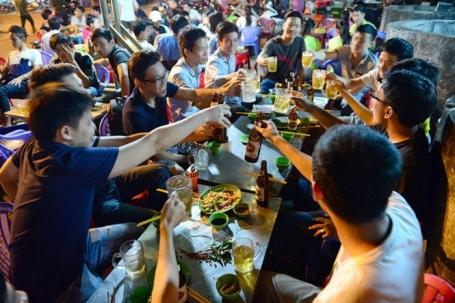 muon-cai-thuoc-ban-phai-han-che-toi-da-viec-nhau-nhet-tiec-tung-anh-internet-tin8-5-1606