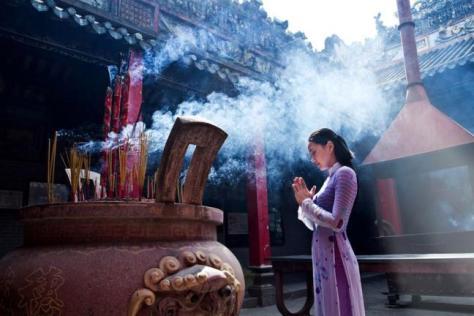 nguoi-xua-day-lam-chuyen-trai-thien-ly-thi-cung-te-cau-khan-cach-nao-cung-la-vo-ich_6172427