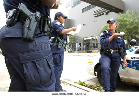 new-orleans-police-department-officers-have-lunch-while-taking-a-break-cd477g