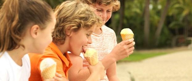 kids-enjoying-ice-cream-by-catseye-beach